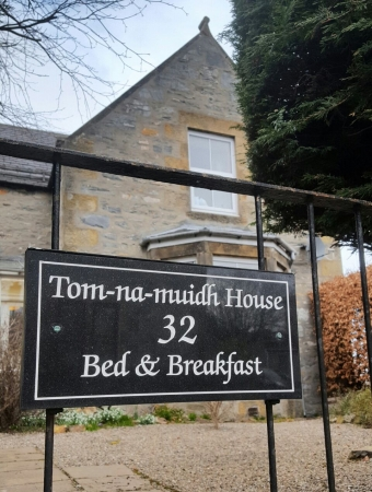 Tom-na-muidh House Bed and Breakfast