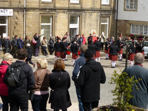 The Dufftown Pipe Band plays in the Square